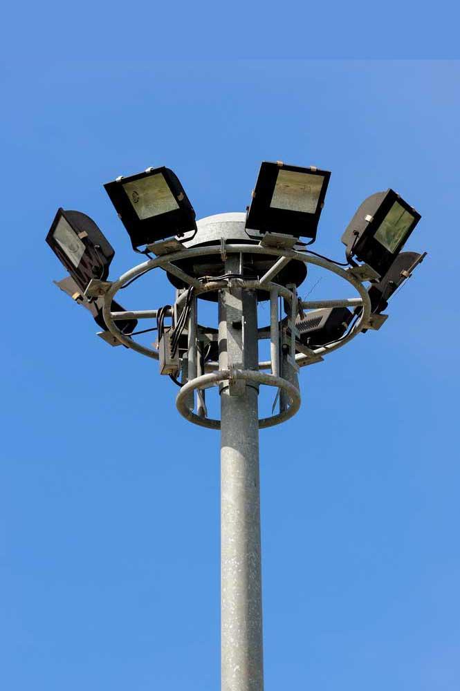 Impianti di Illuminazione Stradale Artistica Sportiva
